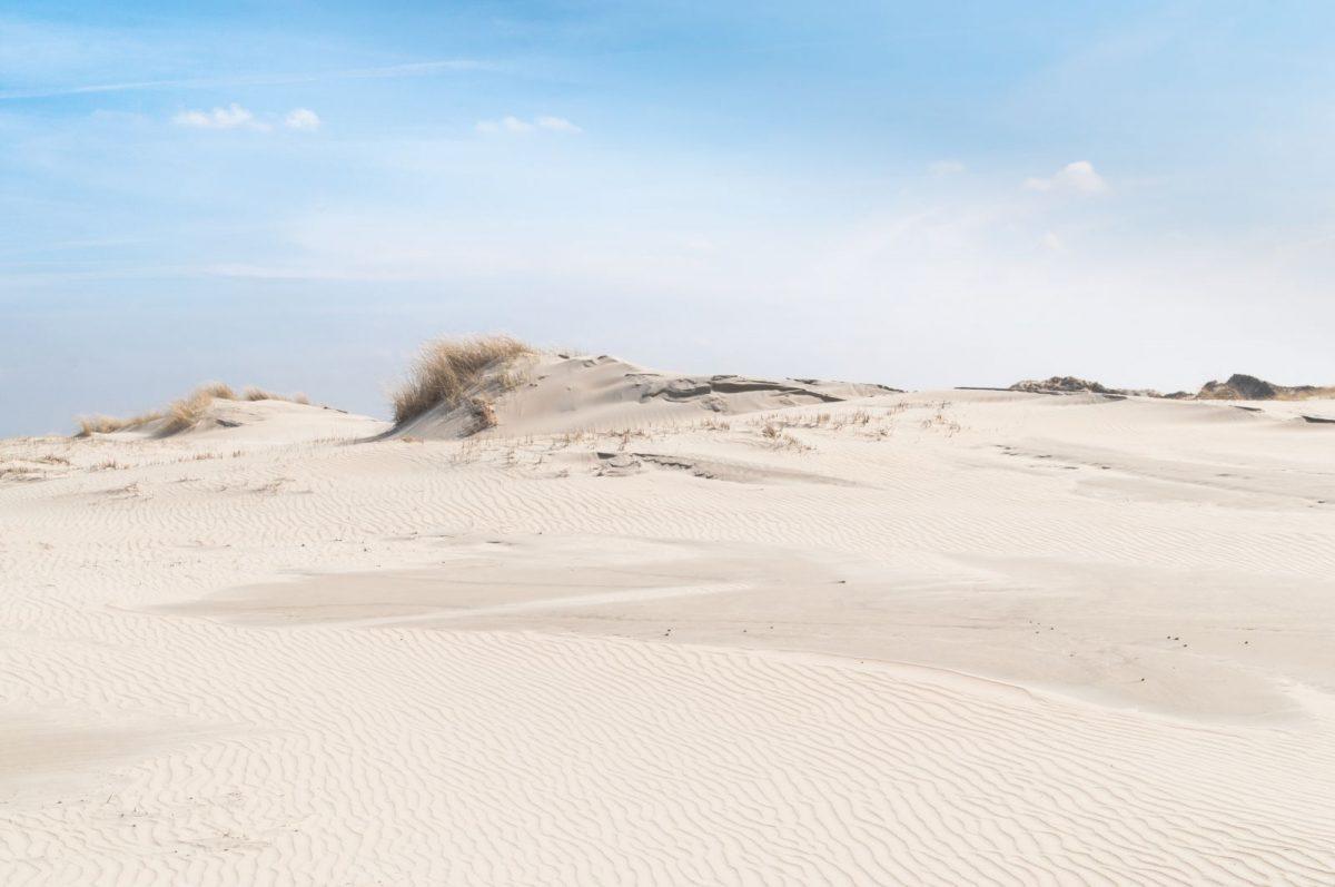 Norderney ist im Gegensatz zu den anderen Ostfriesischen Inseln nicht aus der Landmasse entstanden. Vielmehr ist Norderney eine Düneninsel, die aus angespültem Sand gewachsen ist.