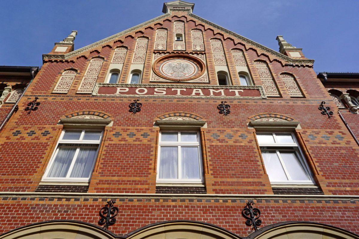 Das kaiserliche Postamt auf Norderney wurde im Jahre 1892 fertiggestellt und steht mittlerweile unter Denkmalschutz.