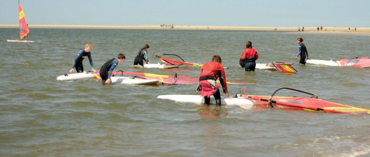 Viele Surfer üben ihren Lieblingssport auf Norderney aus.
