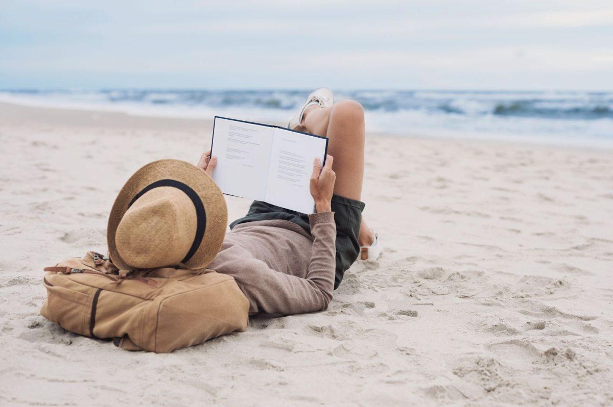 Wer Norderney kennenlernen möchte oder schon lieben gelernt hat, möchte oftmals mehr über die Insel erfahren, beim Lesen zu Hause in Erinnerungen schwelgen oder auch andere auf den Geschmack bringen. Zu diesem Zweck haben wir Ihnen hier eine bunte Auswahl an Büchern über und rund um die ostfriesische Insel zusammengestellt.